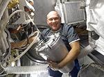 Работа на МКС. Наполнение емкости для питьевой воды (ЕДВ)