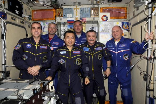 Поздравление Президента РФ Путина экипажа МКС с Днём Космонавтики