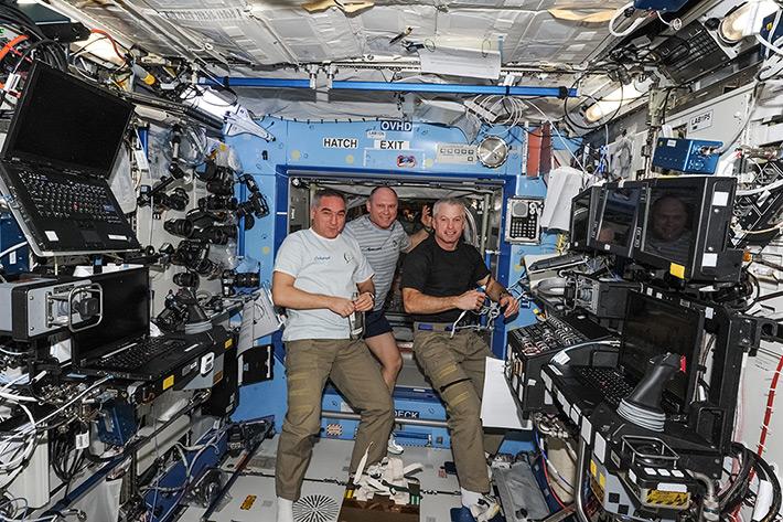 Еженедельная конференция между руководителем полета и экипажем МКС