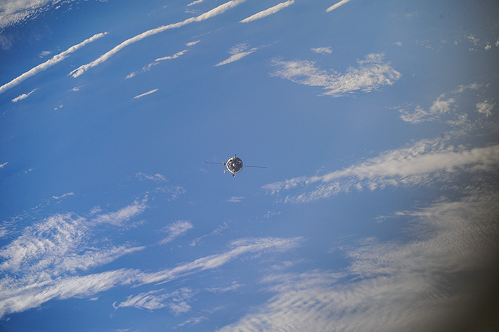 Arrival of the Exp40 ISS crew. Approach. First shots