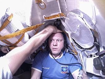 Примерка ложемента в корабле Союз