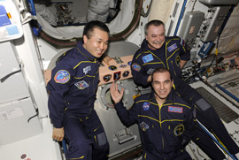 Preparation and departure the Exp39 crew to Earth