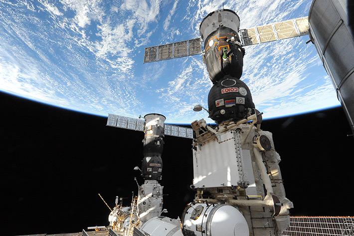Docked Soyuz TMA-13M is going to look habitual