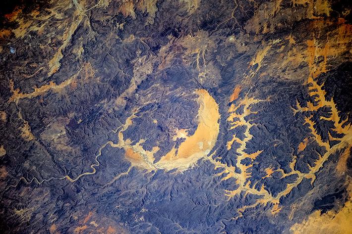Краски Африки - кратер Гвени-Фада, Чад
