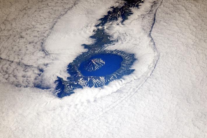 Вулкан Крени́цына. Курильские острова