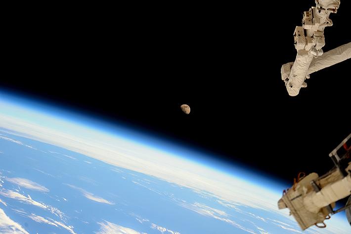Луна на орбите