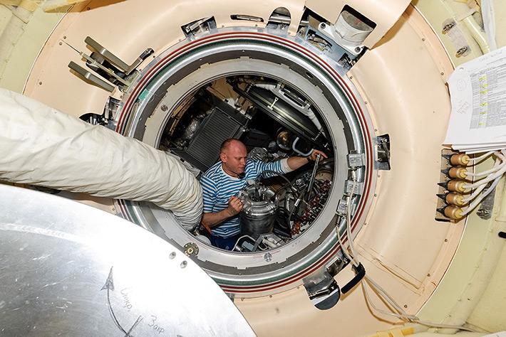 Work on ISS. Waste transfer in Progress Tanks