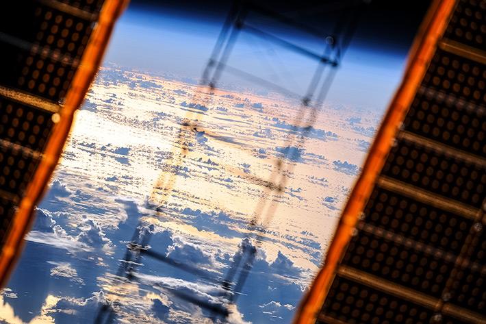 Облака и МКС на закате