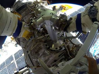 Spacewalk (EVA-39), 18, 2014