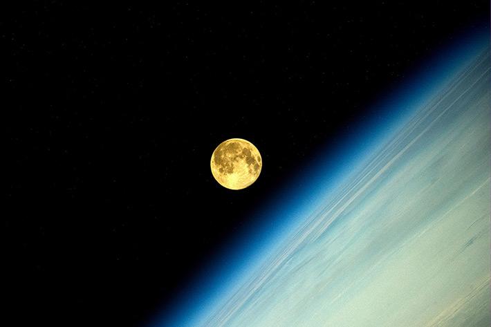 Луна. Закат на орбите