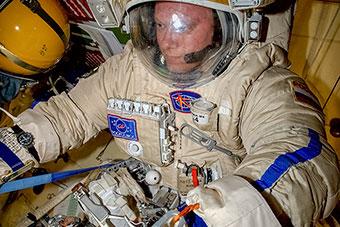 Продолжается подготовка к Выходу в космос (ВКД-39)