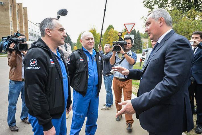 На встрече с вице-премьером Российской Федерации Дмитрием Рогозиным в ЦПК им. Гагарина