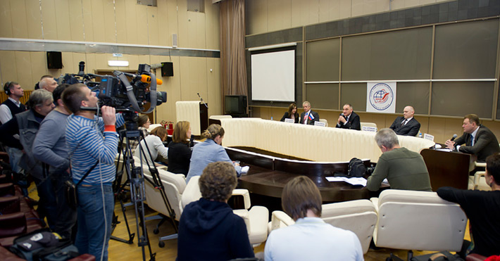 October 10. Expedition-39/40 ISS crew members press conference