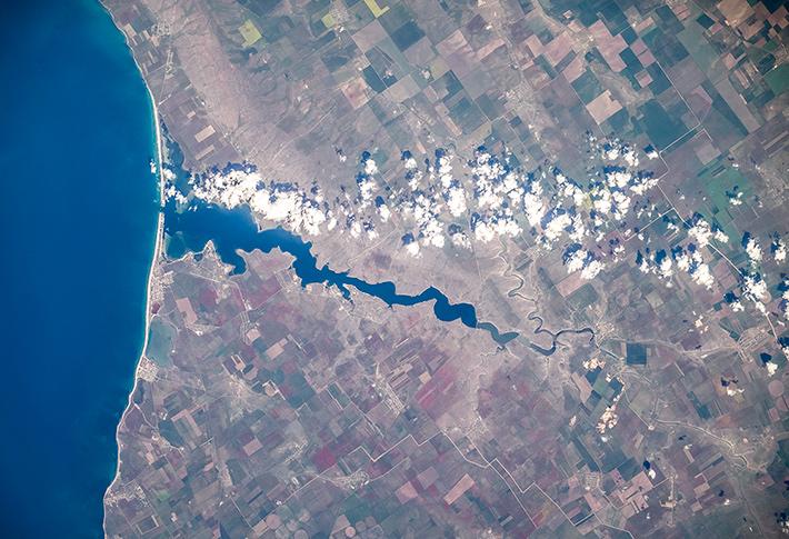 Crimea, Donuzlav Lake