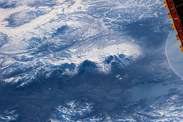 Петропавловск-Камчатский на фоне вулканов