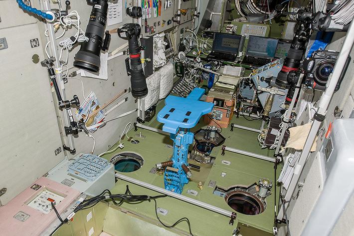 Измерение массы тела космонавтов в условиях микрогравитации