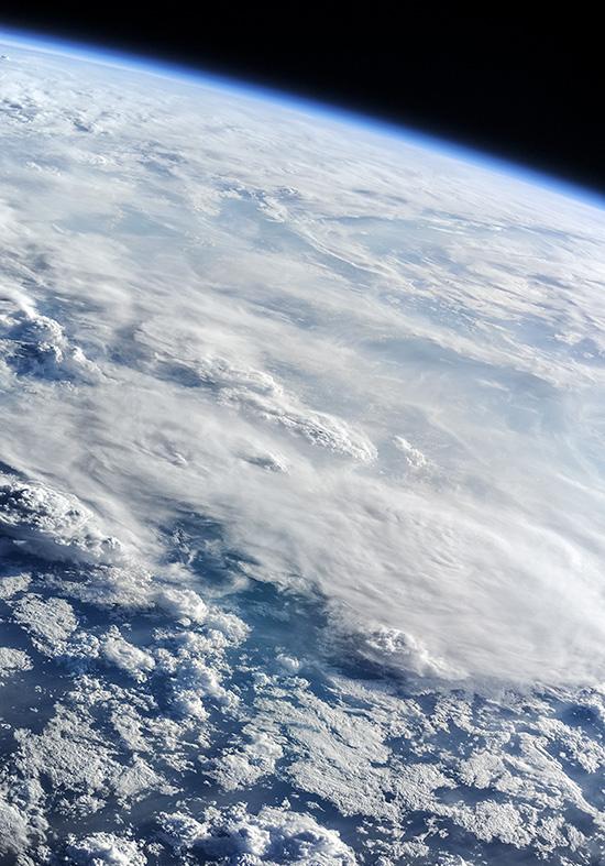 Облака над Землёй...