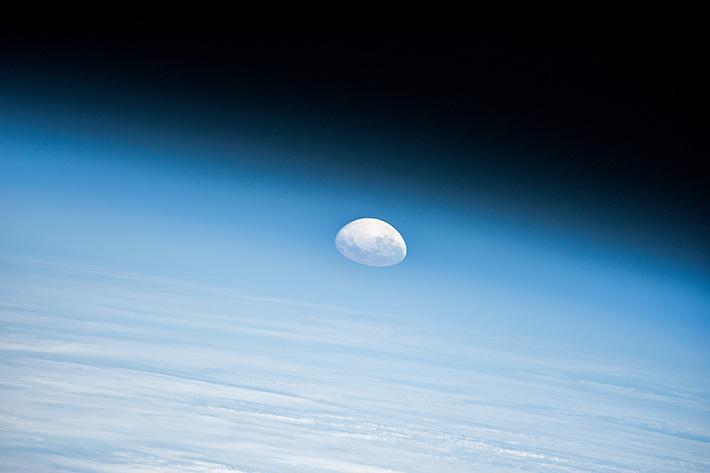 Заходящая луна