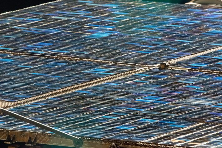 Удивительный узор солнечных батарей