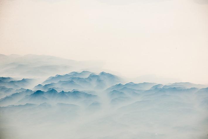 горы... туман...